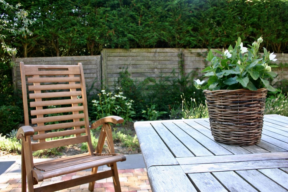 Choose the Right Materials For Your Outdoor Garden Furniture
